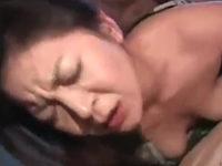 浴衣を着たままハメ撮りされてる五十路の人妻熟女