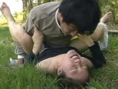 田舎で平穏に過ごしていた農家の人妻が野外で強姦魔に襲われて中出しされる