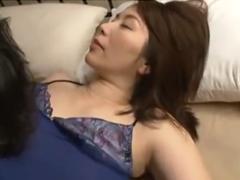 母を夜這いして熟女のマン汁を舐めまくる変態息子!抵抗できない人妻は静かに喘ぐ
