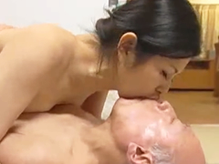 老人だから大丈夫か…夫も油断するほどの高齢者が美しい熟女を寝取って不倫SEX
