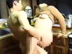 50代の熟女がキッチンで息子に犯される 何だかんだ言いながらもヤラせてくれる母の生々しい姿