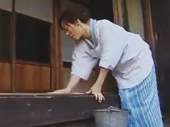 割烹着を着た昭和の家政婦は熟女フェチの大好物 お淑やかな三十路の熟女は主人には逆らえない