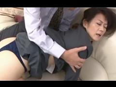 OLスーツの熟女がお世話になっている上司に肉体を求められて大きな声で喘ぎだす