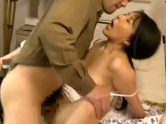 病室のベッドでセックスしてる熟年夫婦…熟女の性欲はいつでも溢れてる