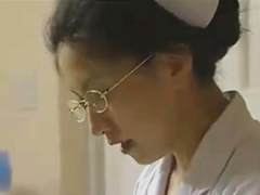 看護師の熟女と患者が病室でヤリまくり…職場で声を抑えて性行為する快楽