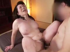 仕事中のセックスにハマりそうな五十路の熟女…敏感な豊満女体に膣内射精