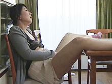 人妻や母という立場を捨てて快楽を貪る絶倫中年女の性生活