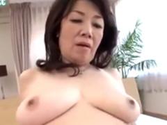 還暦のおばさんが垂れた巨乳をプルプルさせて中出しセックス