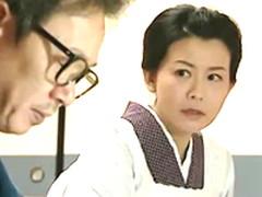 昭和の作家先生が奥さんに隠れるように女中の熟女と交わる