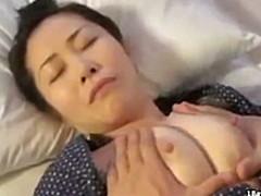 息子に寝込みを襲われて中出しレイプされる昭和の人妻
