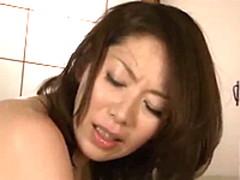 五十路の人妻が豊満な女体で若い男を虜にする歳の差セックス
