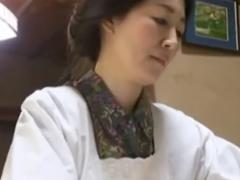 母性溢れる昭和の熟女と…割烹着が良く似合う管理人のおばさんと若者との性事情