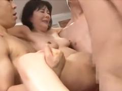 40代の熟女の精子とマン汁にまみれた膣内にさらに中出し!輪姦SEXに溺れるおばさん