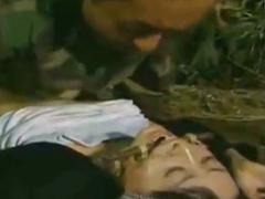 捕えた熟女で性欲処理する兵士たち…熟れ始めの肉体を拘束して一方的に犯して射精する鬼畜集団