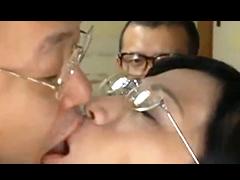 高学歴のエリート夫婦が変態プレイで性欲を満たす!目の前で寝取られる熟女の姿に欲情する夫