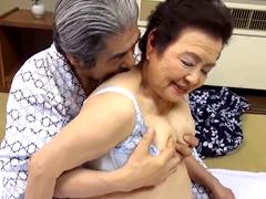 80代になっても旦那の精液を搾り取る高齢の熟女!傘寿を過ぎても魅力的な嫁と夫婦の営み