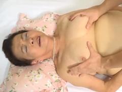 80代の祖母と肉体関係を持つ孫 傘寿を過ぎた熟女のボテッと太った高齢女体に膣内射精