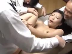 他人の奥さんを寝取ってアナルに中出し!絶倫男に肛門を凌辱される人妻