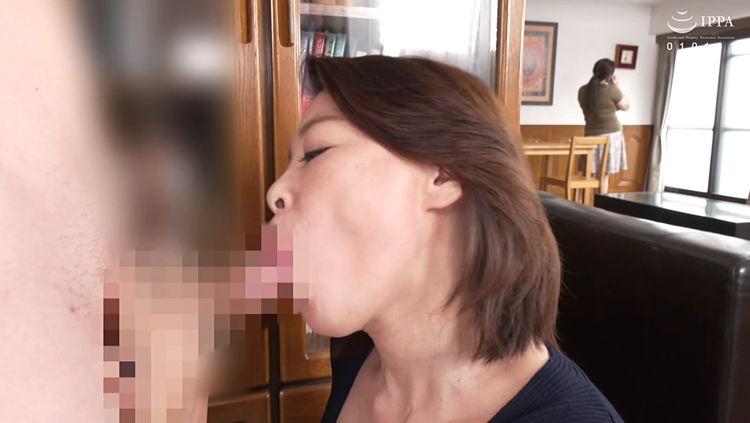 熟女のフェラで口内射精…13
