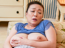 父の後妻(54歳)と肉体関係に発展!憧れの爆乳を揉みしだく義息