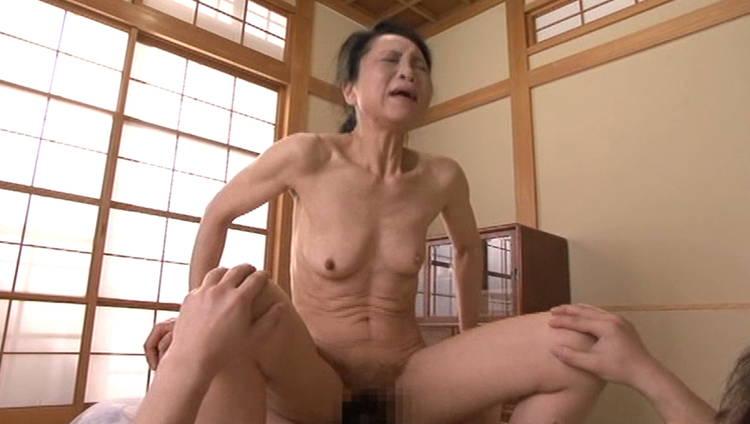 70歳のおばあさんと3P…8